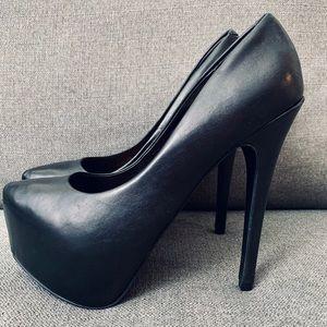 Steve Madden Black Platform / Heels